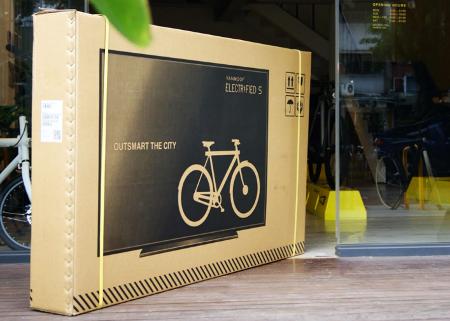 Bicicleta en una caja de TV
